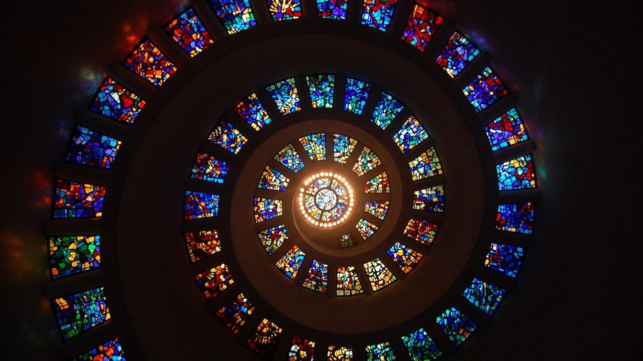 https://www.filosofionline.com/wp-content/uploads/2009/04/stained-glass-1181864_1920-1280x720.jpg